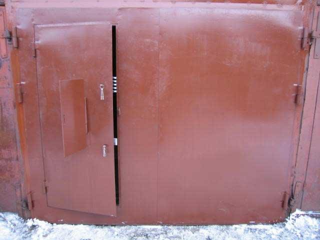 Покраска гаражных ворот своими руками 75